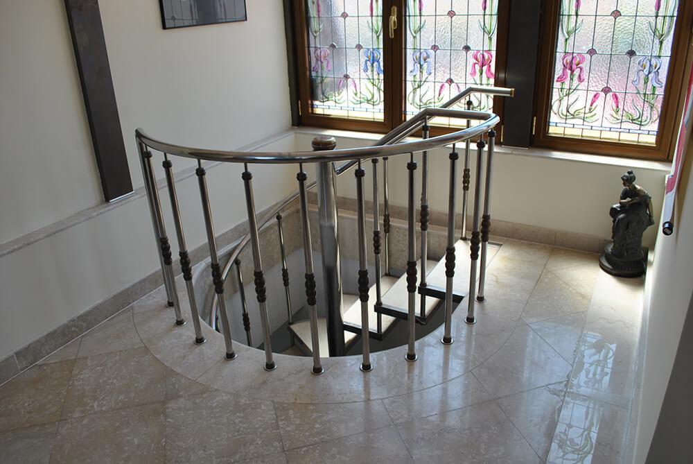 Scara circulara cu trepte din marmura - 2