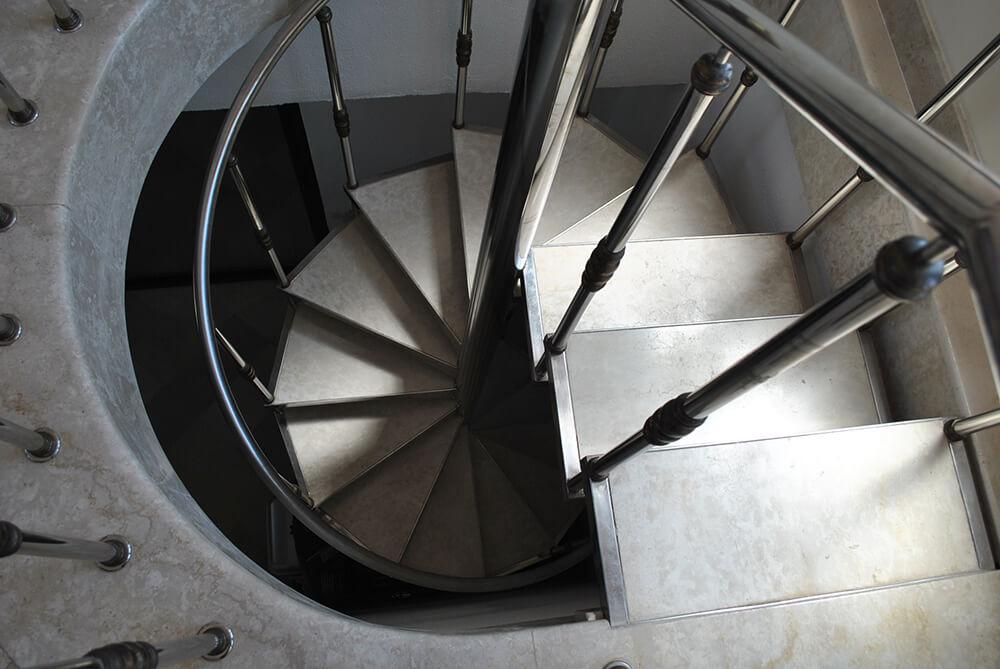 Scara circulara cu trepte din marmura - 5