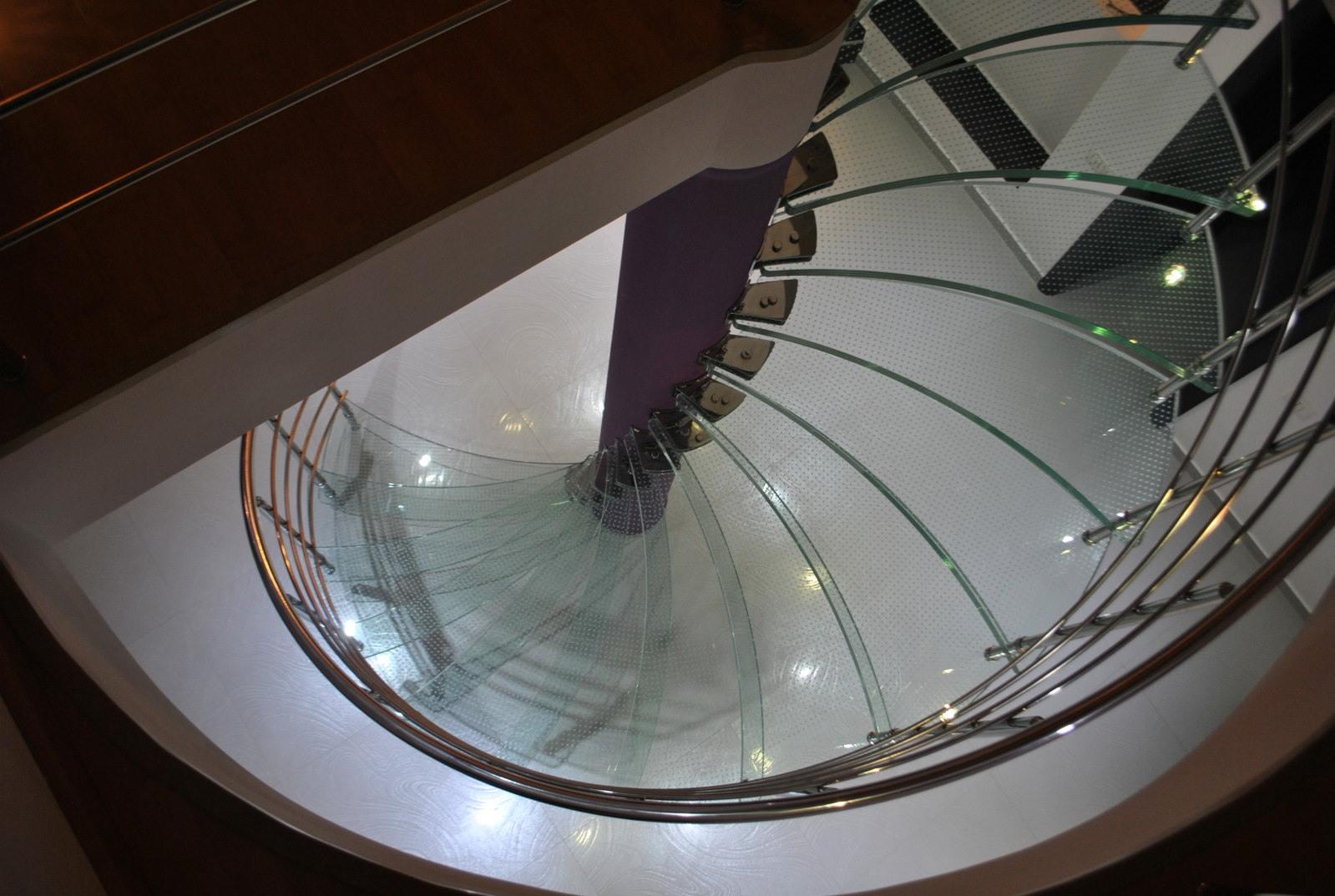 Scara circulară cu trepte de sticlă - 2