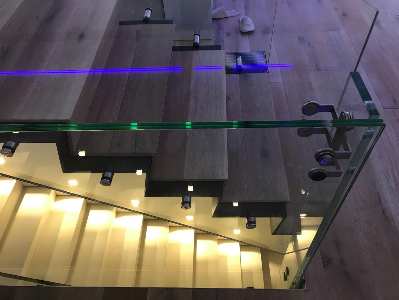 Scara oțel cu trepte de lemn și balustrada de sticlă - 7