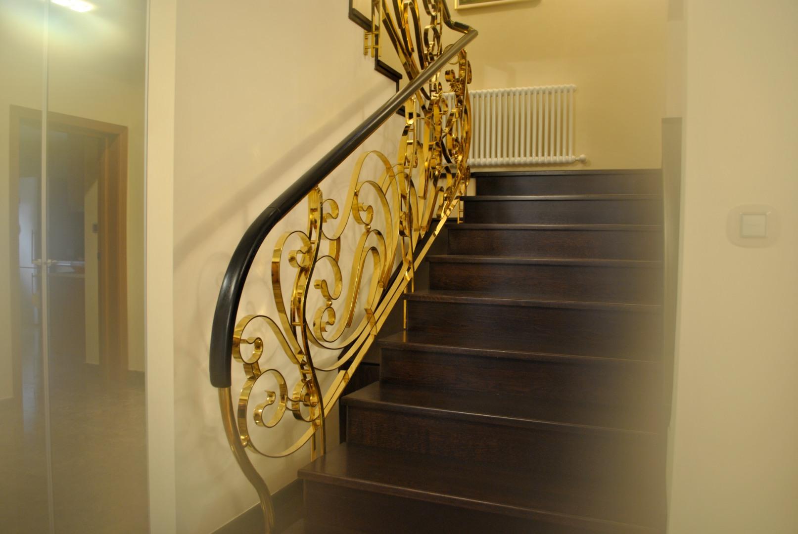 Balustrada Art -nouveau alamă