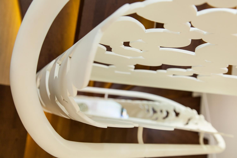 Scara cu trepte balansate din lemn, tip casetă,  și balustrada din oțel debitată laser - 4